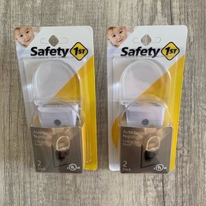 4 total! Safety 1st Auto Sensor Nightlight 2-Packs
